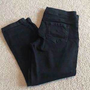 Elastic waist, cropped black jeggings
